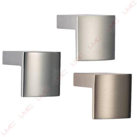poign馥s de portes de cuisine bouton de porte cuisine en équerre accessoires de cuisine