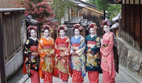 着物を着て舞妓・芸者になりきろう!東京・京都で体験できる