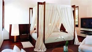 Lit En Bois Massif : lit en bois une chambre qui a du style westwing ~ Teatrodelosmanantiales.com Idées de Décoration