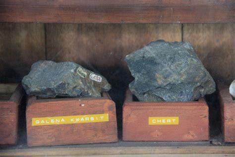 melihat napak tilas pulau belitung  museum tanjung
