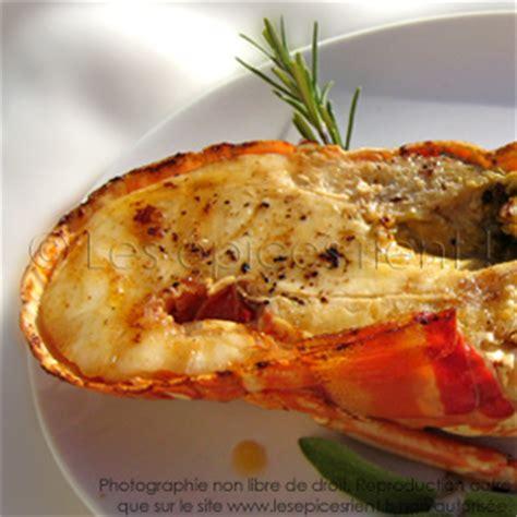 cuisiner queue de langouste queue de langouste à la fève de tonka les épices rient