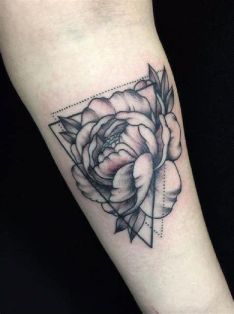 foto de 50 conceptions de tatouage de pivoine Club Tatouage