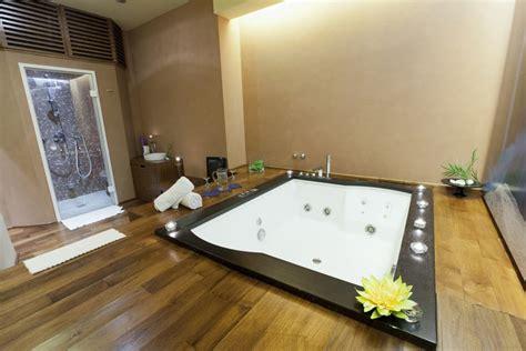 bagni con vasca idromassaggio arredare il bagno con la vasca idromassaggio ville casali