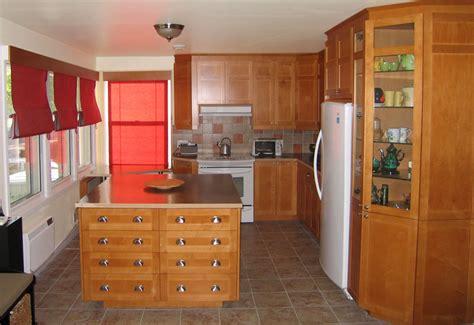 armoire de cuisine bois armoires en bois modèle shaker couleur vénitien oak