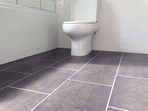 Bathroom Flooring Ideas Vinyl by Cushioned Vinyl Flooring For Bathrooms Carpet Vidalondon