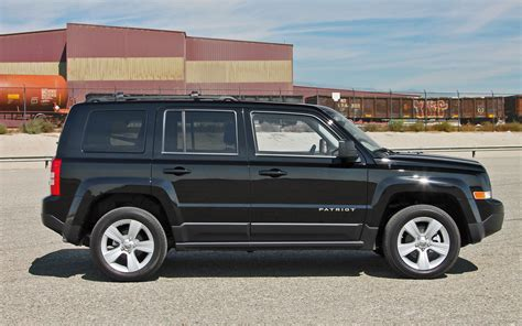 patriot jeep 2013 2013 jeep patriot latitude 4x4 side view 01 194948 photo