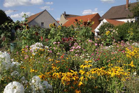 Naturgarten Anlegen Bepflanzen Gestalten by Naturgarten Anlegen Bepflanzen Gestalten Der Umwelt