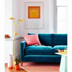 canape velours idees pour un salon chaleureux et cocooning With tapis moderne avec canapé velours bleu canard