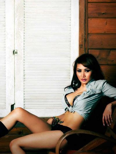 Model Majalah Lipstik Hot
