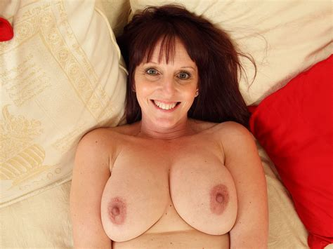English Milf Beau Puts Her Sex Toy To Work Free Hd Porn 82