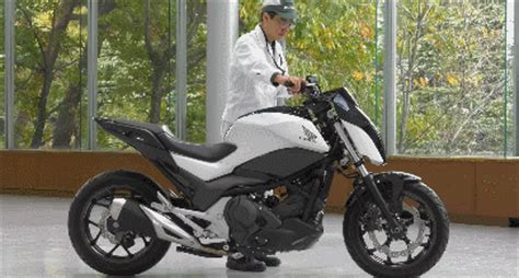 honda developing   balancing motorcycle robotic gizmos