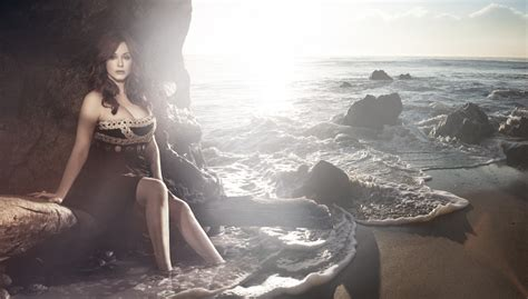 Christina Hendricks Bikini Hot And Sexy Leaked Photos