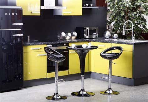 cuisine jaune et noir cuisine aménagée jaune