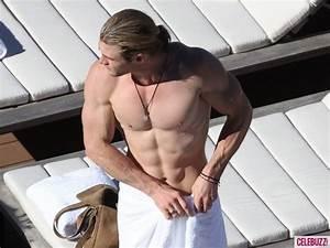Sexy Stamp: Chris Hemsworth