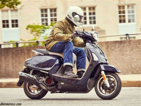 101518-scooter-vs-motorcycle-2018-kymco-like-150i