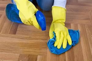 Comment Nettoyer Un Parquet En Bois : nettoyer un parquet brut nettoyage et entretien parquet toutpratique comment entretenir un ~ Melissatoandfro.com Idées de Décoration