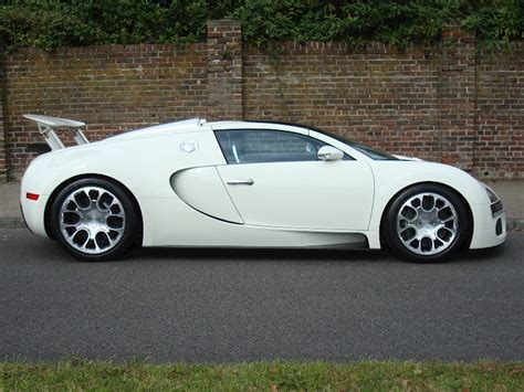 The sports car also has the electronic stability program which keeps the stability of the car intact even if the speed is outrageous. 2009 Used Bugatti Veyron 16.4 Grand Sport | Single Tone White