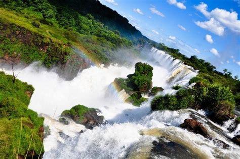side  iguazu falls   brazil  argentina