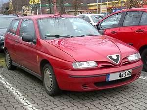 Alfa Romeo 145 : 2001 alfa romeo 145 photos informations articles ~ Gottalentnigeria.com Avis de Voitures