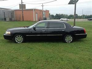 Purchase Used 2005 Lincoln Town Car Executive L Sedan 4