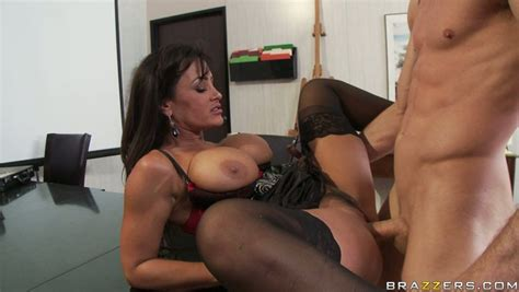 Super Hot Slut Lisa Ann Gets Banged Brutally In A