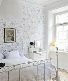 schlafzimmer tapeten ideen tapeten landhausstil frische ideen wie sie die wände verkleiden
