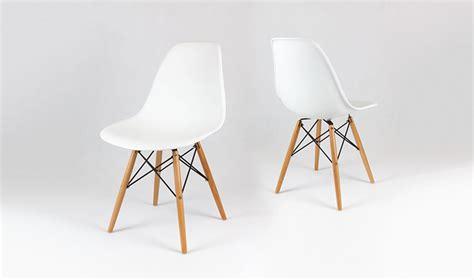chaise eames blanche chaise design blanche avec pieds en bois inspir du style