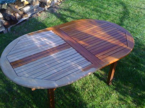 repeindre une table de cuisine en bois rénovation d 39 une table de jardin en bois mr bricolage