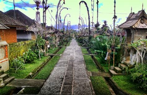 desa terindah  melestarikan warisan budaya indonesia