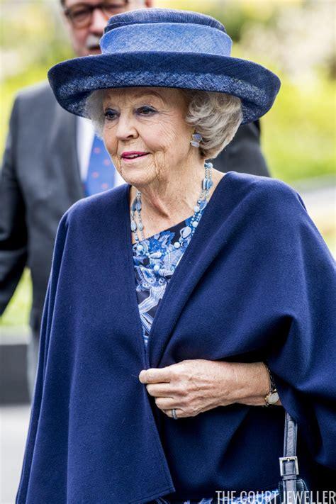 Aumento semplice o barrato e aumento intercalato o sollevato. Blue Jewels for Beatrix on World Parkinson's Day   The Court Jeweller