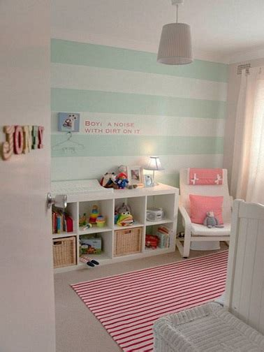 idee peinture rayrues vert deau pour une chambre bebe