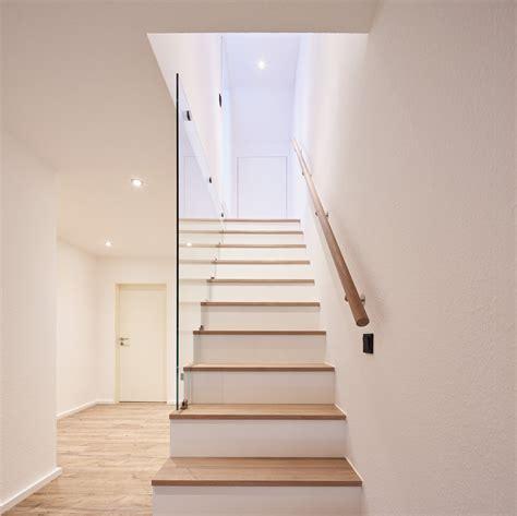 Treppe Handlauf Holz by Treppenstufen Einbauschrank Glas Gel 228 Nder Treppe