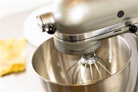 Kitchenaid Chrome Artisan Series 5 Quart Tilthead Stand Mixer