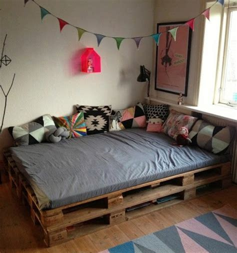 chambre palette bois comment fabriquer un lit en palette de bois flashmag
