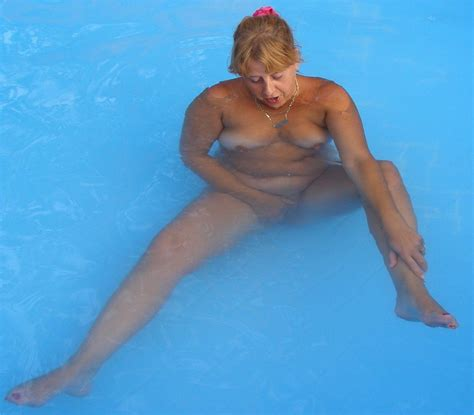Mature Nude In The Swimmingpool In Gallery Mature Nude In The Swimmingpool Picture