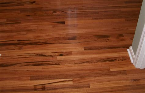 pros and cons of hardwood flooring vs laminate top