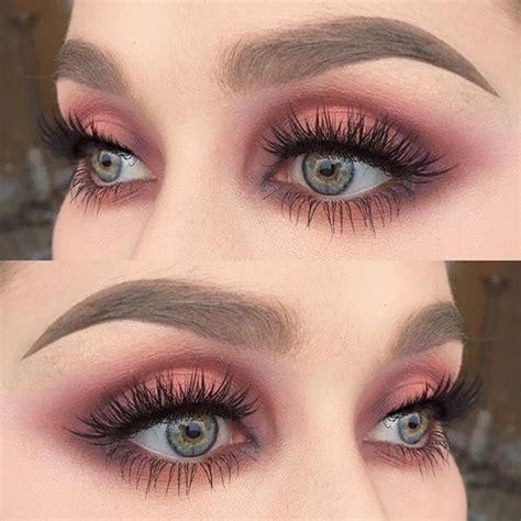 cream eyeshadow maroon eyeshadow palette eyelash
