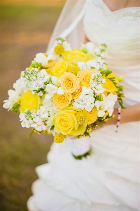 wedding wednesday yellow bouquets flirty fleurs