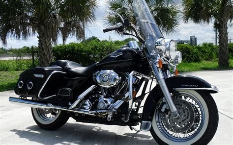 Black Harley Davidson Road King. Android Wallpapers For Free