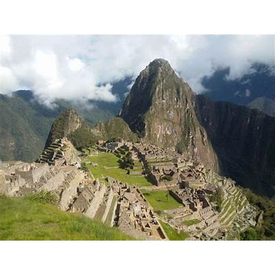Entrance to Huayna Picchu Mountain – Live the adventure of
