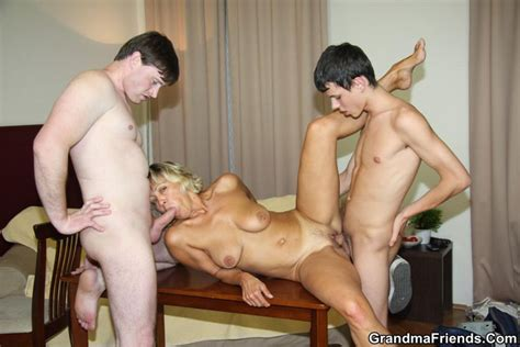 2 Guys Fucking This Horny Blond Granny Slut Pichunter