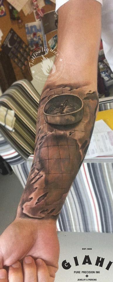 tatouage boussole sur crane inkage
