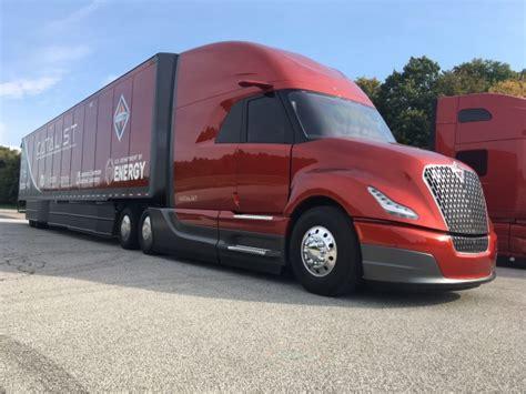 Navistar demonstrates SuperTruck, platooning - Truck News