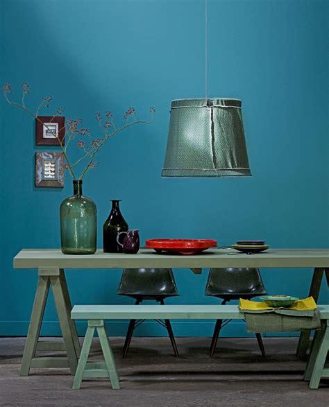 deco chambre bleue la couleur de l 39 ée bleu paon ou bleu canard