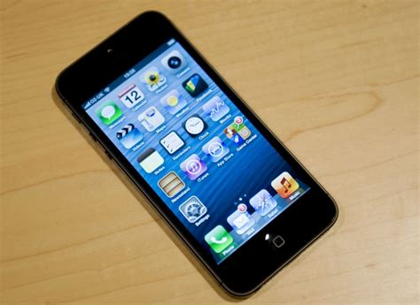 sleep button iphone 5 apple offers to fix iphone 5 handsets that faulty
