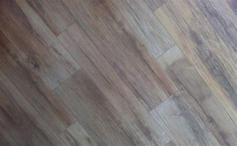 pavimenti finto parquet piastrelle tipo parquet bagno ispirazione per la casa