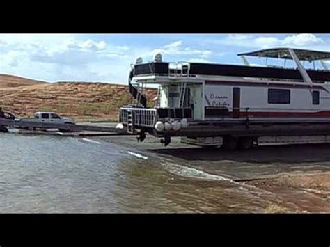 House Boat Vs Boat House by Lake Powell Catch Houseboat Launch