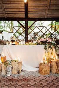 Baumstamm Deko Säule : rustic wedding decor on a timber background main table setting hochzeitskiste ~ A.2002-acura-tl-radio.info Haus und Dekorationen
