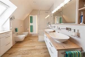 Keine Fliesen Im Bad : ein neues bad mit dachschr ge handwerklich perfekt umgesetzt es war einmal der beginn eines ~ Markanthonyermac.com Haus und Dekorationen
