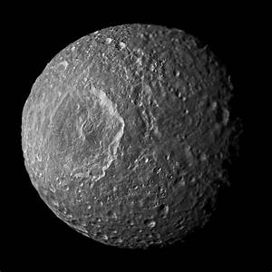 News | Saturn Moon May Hide a 'Fossil' Core or an Ocean
